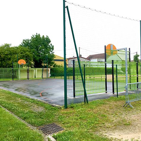 Un nouveau terrain multi-sports place de la Madeleine!